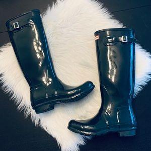 Like new Original Tall Hunter boots. Green. Sz 9.
